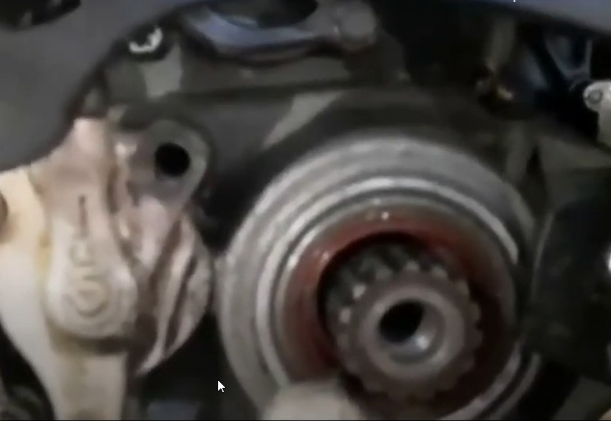 Видео замены сальника вторичного вала
