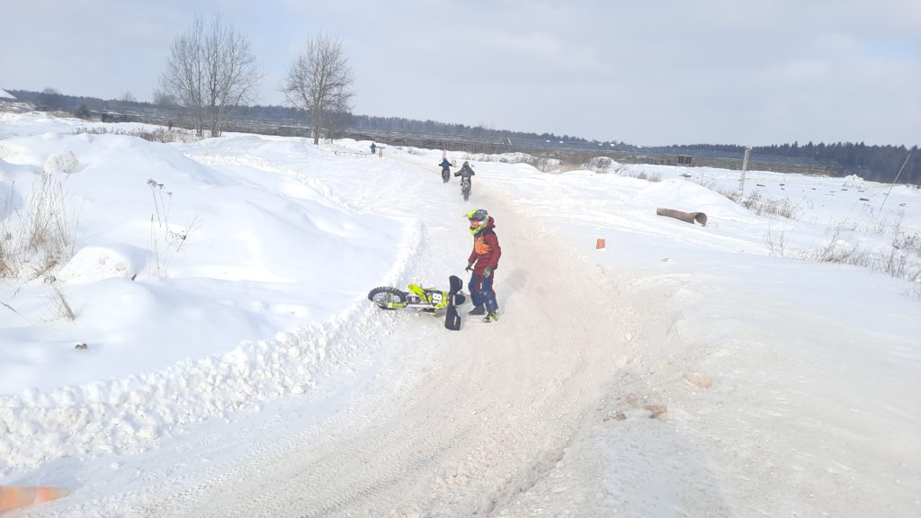 зимняя трасса для мотокросса